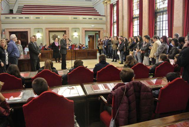 El Alcalde acompaña a los alumnos de visita por el Ayuntamiento - 1, Foto 1