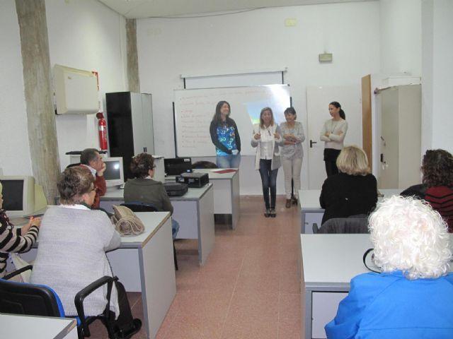 Sobresaliente en informática para sesenta mayores de los cursos de la concejalía de Servicios Sociales - 1, Foto 1