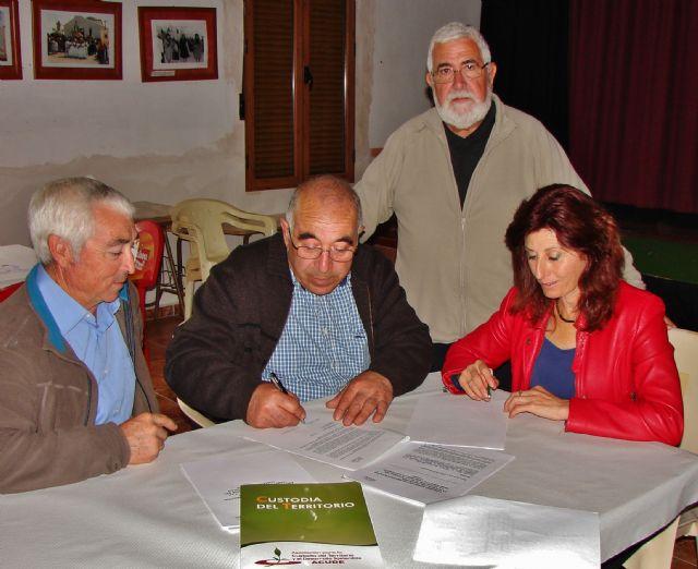 ACUDE firma convenios de colaboración con sociedades de cazadores de Alhama de Murcia, Foto 1