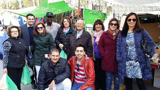 El Partido Popular de Alhama visitó la plaza de abastos y el mercado del municipio, Foto 1