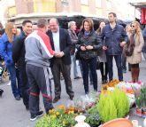 Pedro Antonio Sánchez visita el mercado semanal de Cieza