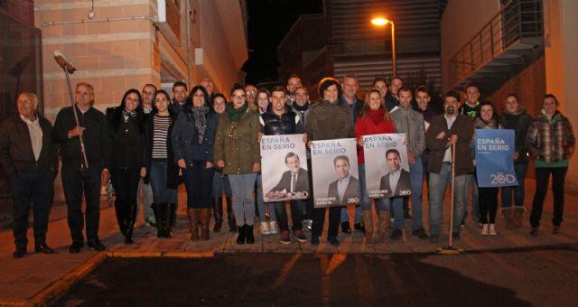 El Partido Popular de Puerto Lumbreras comienza la Campaña Electoral con la pegada de carteles - 1, Foto 1