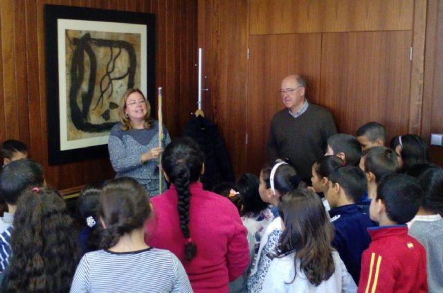 Los escolares visitan el Ayuntamiento con motivo del trigésimo séptimo aniversario de la Constitución - 1, Foto 1