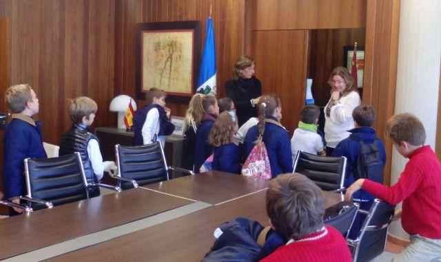 Los escolares visitan el Ayuntamiento con motivo del trigésimo séptimo aniversario de la Constitución - 2, Foto 2