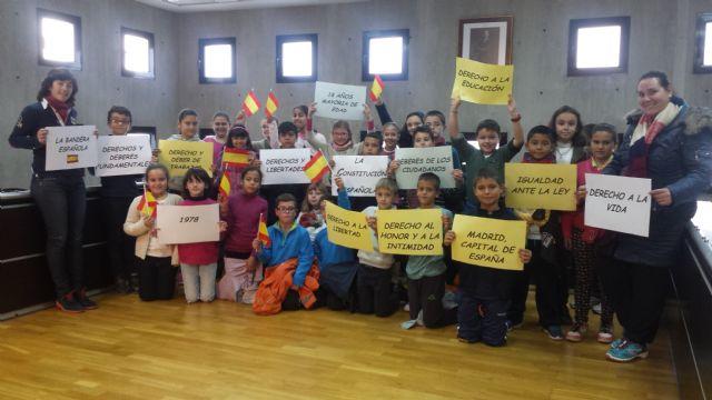 Los escolares visitan el Ayuntamiento con motivo del trigésimo séptimo aniversario de la Constitución - 3, Foto 3