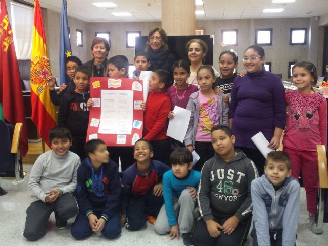 Los escolares visitan el Ayuntamiento con motivo del trigésimo séptimo aniversario de la Constitución - 4, Foto 4