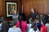 Los escolares visitan el Ayuntamiento con motivo del trigésimo séptimo aniversario de la Constitución