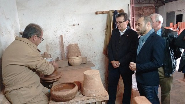 Citizens claimed in Totana greater transparency in institutions and support the pottery industry, Foto 3