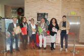 El alcalde y los concejales entregan sus regalos para las V Navidades Solidarias