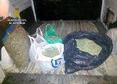 La Guardia Civil sorprende a un joven cuando trasportaba mas de cinco kilos de marihuana en Alhama de Murcia