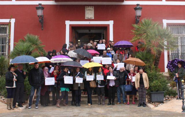 Concentración en la puerta del Ayuntamiento para protestar por la Ley de Reforma Local, Foto 2