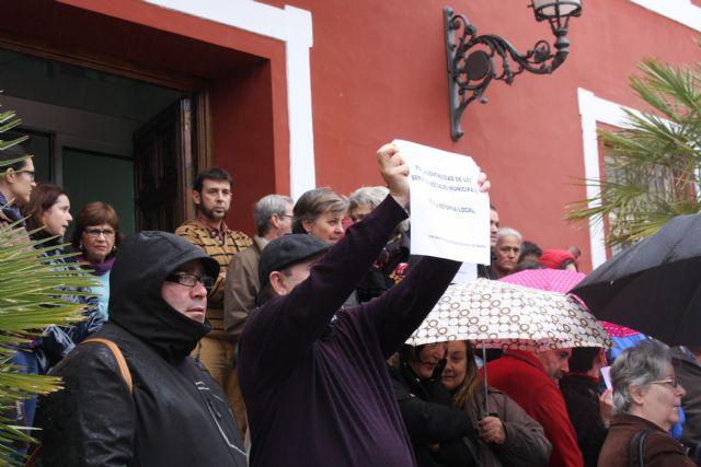 Concentración en la puerta del Ayuntamiento para protestar por la Ley de Reforma Local, Foto 3