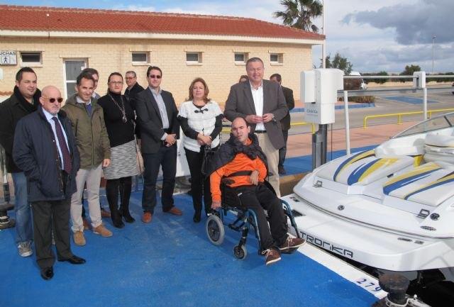El Puerto de San Pedro dispone de un servicio pionero que facilita la accesibilidad de personas con movilidad reducida a las embarcaciones - 1, Foto 1