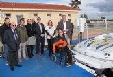 El Puerto de San Pedro dispone de un servicio pionero que facilita la accesibilidad de personas con movilidad reducida a las embarcaciones
