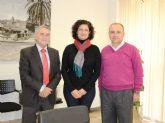 La consejera de Presidencia mantiene un encuentro con el alcalde de Ojós