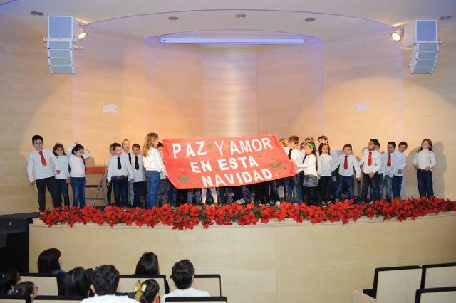 Cerca de 300 escolares cantan a la navidad en el tradicional certamen de villancicos, Foto 1