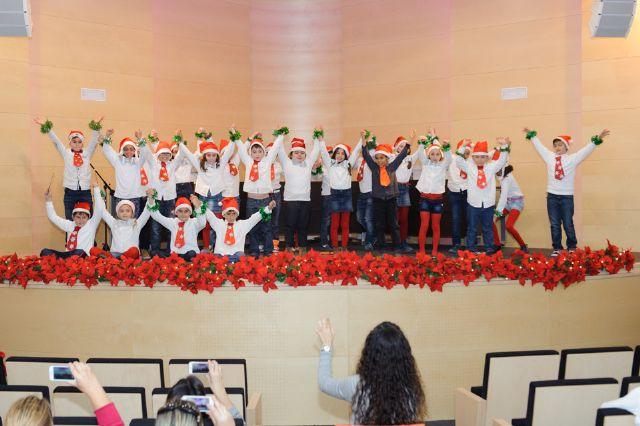 Cerca de 300 escolares cantan a la navidad en el tradicional certamen de villancicos, Foto 2