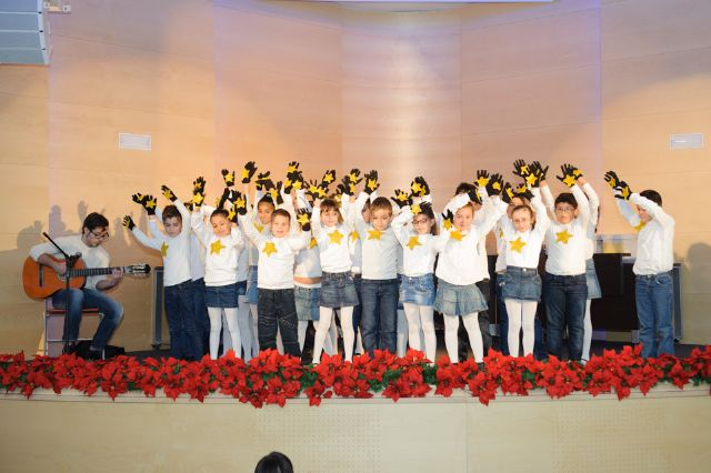 Cerca de 300 escolares cantan a la navidad en el tradicional certamen de villancicos, Foto 3