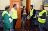 Los trabajadores de Arimesa han entregado a la alcaldesa 4452 firmas de los vecinos de Santomera