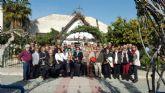 Los mayores de los hogares realizan una ruta por los belenes de los municipios de Murcia