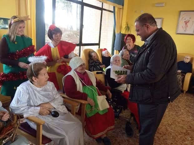 "Municipal authorities Christmas greetings users and professionals Residence for the Elderly ""La Purisima"""