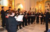 La polifonía de la Coral Patnia envuelve la iglesia de San Pedro Apóstol