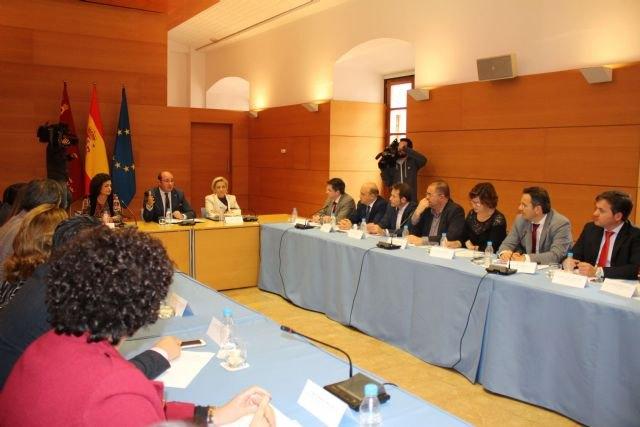 El presidente de la Comunidad promueve un Pacto de los Alcaldes por el Agua, Foto 2