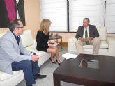 El consejero Francisco Bernabé y la alcalde sa de Campos del Río abordan la posibilidad de desarrollar mejoras en la localidad