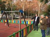 El Jardín de Mariano Montesinos se renueva gracias a la instalación de una nueva zona de juego infantil
