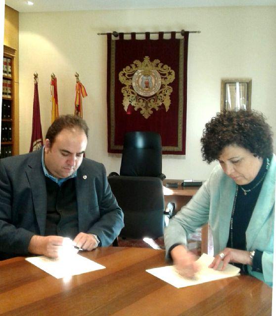 La alcaldesa de Puerto Lumbreras y el presidente de la Cámara de Comercio firman un convenio para fomentar el desarrollo empresarial en el municipio - 1, Foto 1