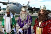 En Alcantarilla SSMM Los Reyes Magos llegaron en avión a la Base Aérea