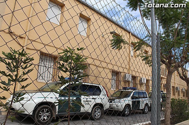 "The Civil Guard detained ""red-handed"" two people related to a dozen thefts and scams elderly in Totana"
