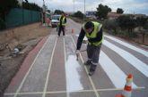 Realizan trabajos de repintado de la señalización horizontal en las calles y viales de la pedanía de El Paretón-Cantareros