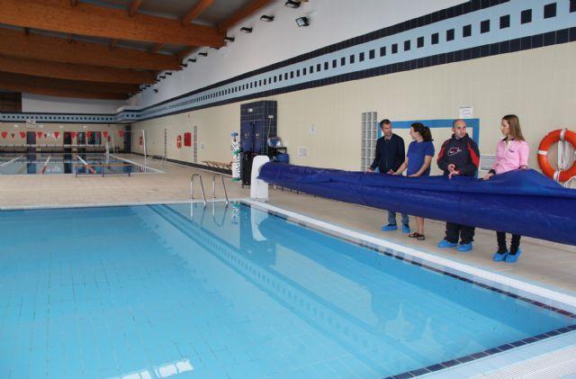 El Ayuntamiento de Puerto Lumbreras instala mantas térmicas en las piscinas municipales climatizadas para mantener la temperatura y ahorrar energía - 1, Foto 1