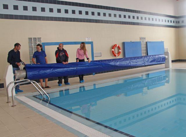 El Ayuntamiento de Puerto Lumbreras instala mantas térmicas en las piscinas municipales climatizadas para mantener la temperatura y ahorrar energía - 2, Foto 2