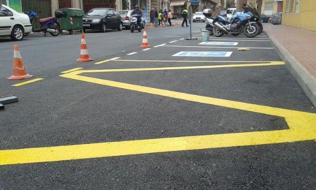Realizan trabajos de repintado de la señalización horizontal en algunas calles del centro urbano de Totana, Foto 1