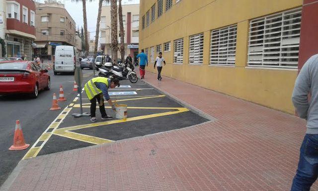 Realizan trabajos de repintado de la señalización horizontal en algunas calles del centro urbano de Totana, Foto 2