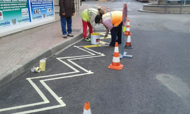 Realizan trabajos de repintado de la señalización horizontal en algunas calles del centro urbano de Totana, Foto 5
