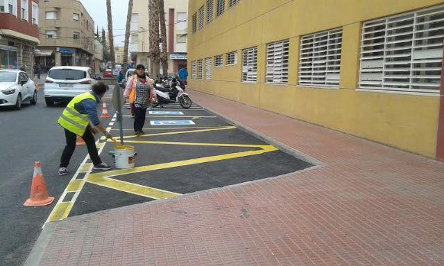 Realizan trabajos de repintado de la señalización horizontal en algunas calles del centro urbano de Totana, Foto 6