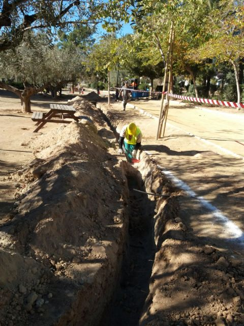 Trabajos de mantenimiento y mejora en el jardín de El Palmeral, Foto 4