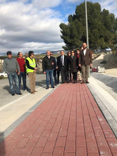 La Comunidad aumenta la seguridad de los vecinos de Albudeite con la construcción de un paseo peatonal en la vía que enlaza con el cementerio - 1, Foto 1