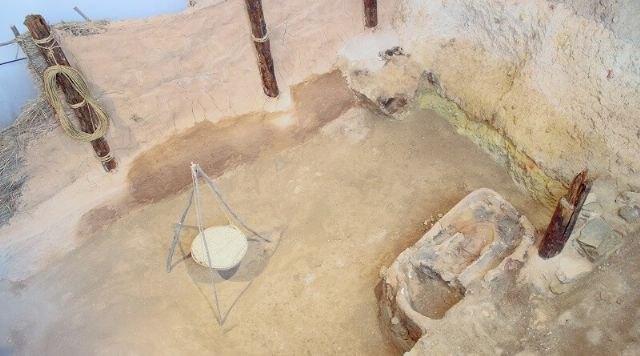 Se construirá una réplica de una vivienda en el yacimiento La Bastida, Foto 1