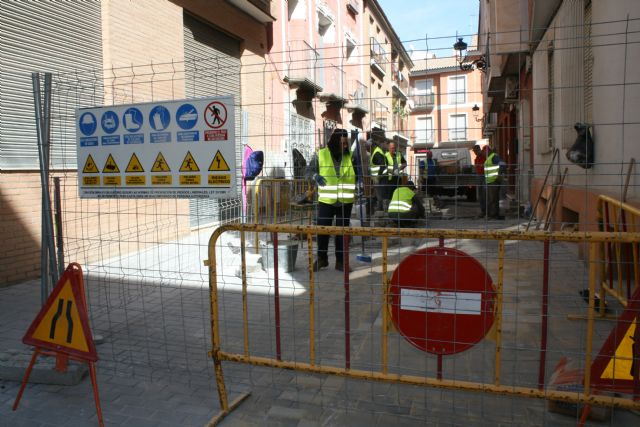 The work of repairing the cobbled streets continues in different streets of the historic center of the city
