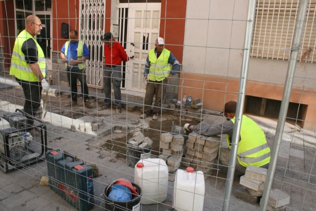 The work of repairing the cobbled streets continues in different streets of the historic center of the city - 3