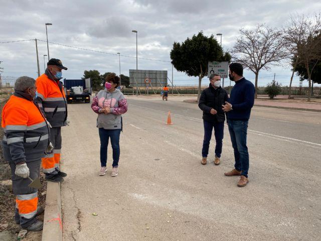 El Ayuntamiento procede a la mejora del alumbrado en la avenida de las Américas de Roldán - 5, Foto 5