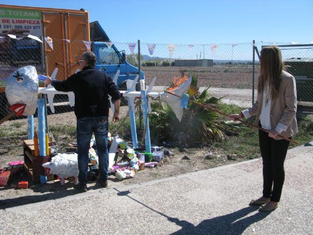 Usuarios de los Centros de Día Princesa Letizia y José Moyá Trilla viven la fiesta anual de su particular Entierro de la Sardina, Foto 2