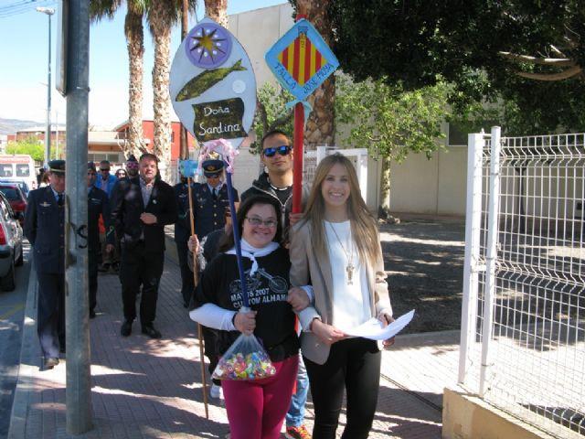 Usuarios de los Centros de Día Princesa Letizia y José Moyá Trilla viven la fiesta anual de su particular Entierro de la Sardina, Foto 3