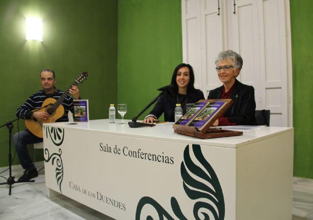 La poeta lumbrerense Carmen Martínez presenta su nuevo libro Getsemaní, mi pasión - 1, Foto 1