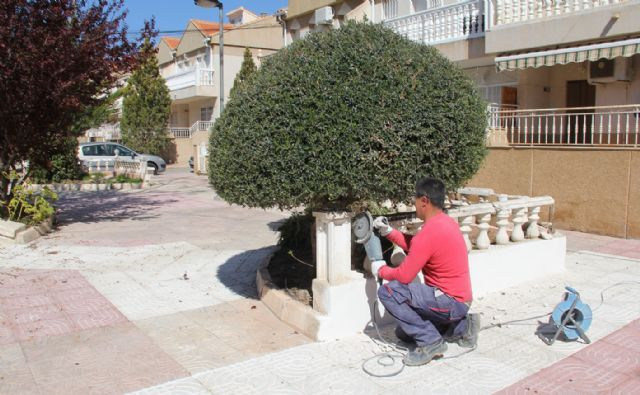El Ayuntamiento ejecuta tareas de remodelación en la plaza Valdelagrana - 1, Foto 1