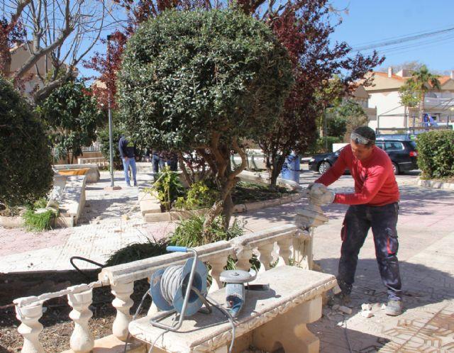 El Ayuntamiento ejecuta tareas de remodelación en la plaza Valdelagrana - 2, Foto 2
